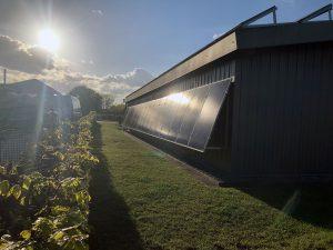 Photovoltaik an einer Wandfläche